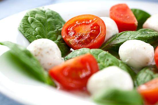 espinacas con queso y tomate